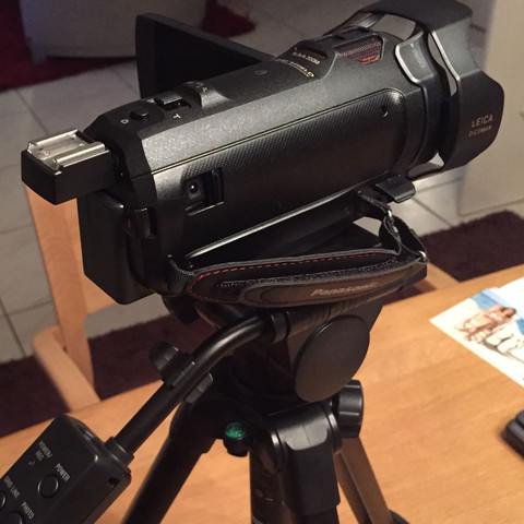 Von der anderen Seite sind auch noch zwei Amschlüsse - (Kamera, Sony, Anschluss)