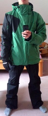 Um diese Jacke geht es^^ - (Kleidung, Snowboard, Wintersport)