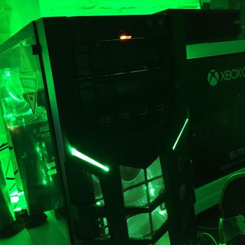 Und hier leuchtet die rote Lampe durchgehend!  - (PC, Technik, Strom)