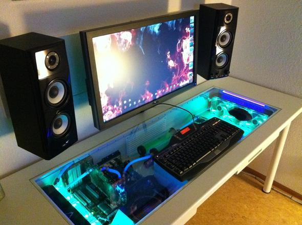 pc im tisch l ftung elektronik. Black Bedroom Furniture Sets. Home Design Ideas