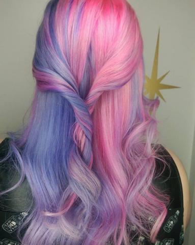 Pink-lila Haare - Kosten? Zu Hause vs. Friseur?