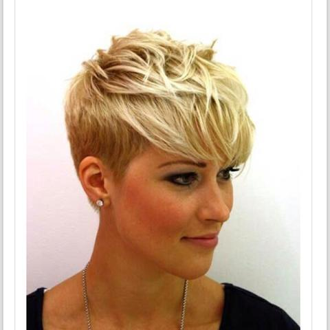 Pixie Cut Mit Braunen Haaren Bild Madchen Frisur Braune Haare