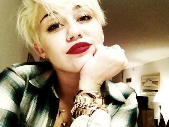 Pixie Cut Mit Rundem Gesicht Haare Miley Cyrus