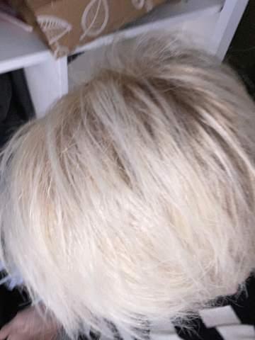 Platinblonde Haare überfärben oder Tönen?