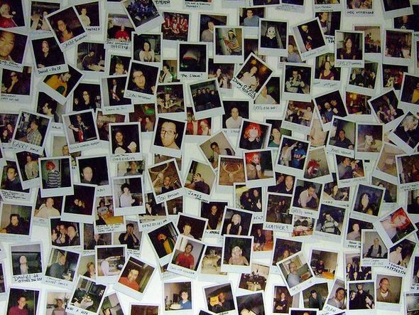 Polaroid photowall bilder wohnung fotografie for Polaroid wand