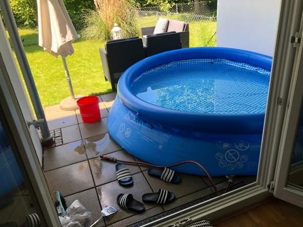 - (Wasser, Garten, schwimmen)