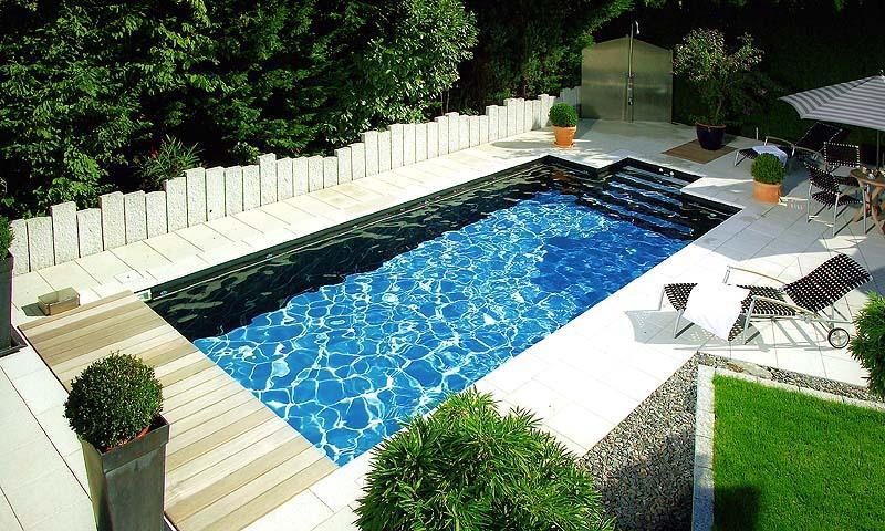 Pool im garten foto schwimmen schwimmbad for Schwimmbad im garten