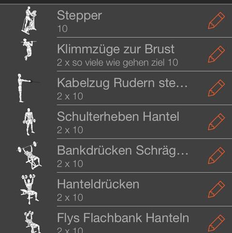Rudern wird am sling-trainer mit eigengewicht betrieben - (Fitness, Muskelaufbau, Bodybuilding)