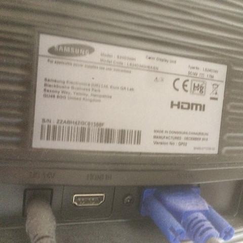 ganz links DC 14V, Mitte HDMI IN, rechts RGB IN - (Technik, PS4, Konsolen)