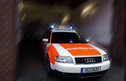 auf der motorhaube schauen - (Auto, Arzt, Feuerwehr)