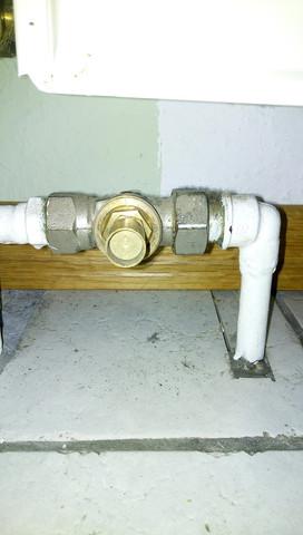Bild 2 - (Heizkörper, Thermostat, ventil)