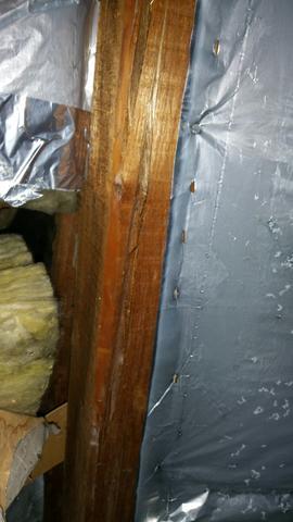 risse in holzbalken auf dem dach haus riss dachstuhl. Black Bedroom Furniture Sets. Home Design Ideas
