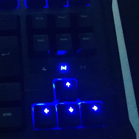 Das Kreuz über der nach oben stehende Pfeiltaste  - (PC, Tastatur)