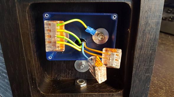 Universalgehäuse mit Verkabelung - (Elektronik, Strom, Kabel)
