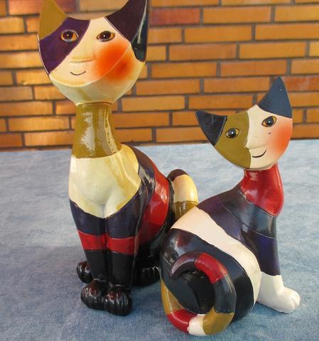 Rosina Wachtmeister Katzen von Goebel,wer kennt ihren Namen?Habe sie geschenkt bekommen,sie sind aus Holz!