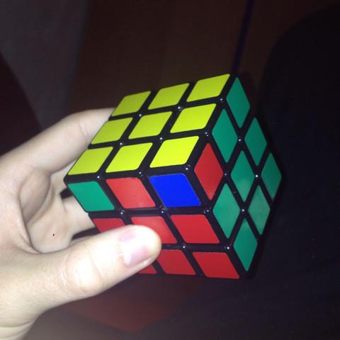 Normal sind drei Ecken, doch hier sind zwei. - (Cube, Rubiks)