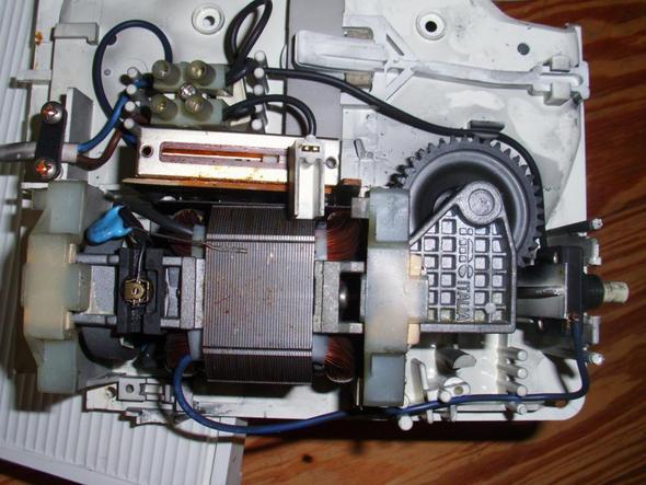 senkrecht von oben - (Motor, Messer, Polung)