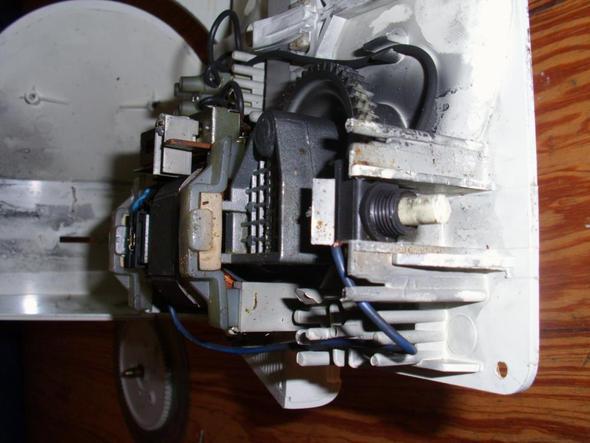 Draufsicht rechts - (Motor, Messer, Polung)