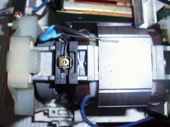 Mototr von oben vergrößert - (Motor, Messer, Polung)