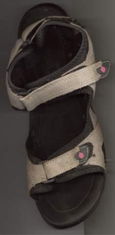 Sandalen mit Socken tragen?