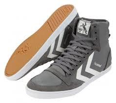 Sneaker - (Ausbildung, Kleidung, Schuhe)