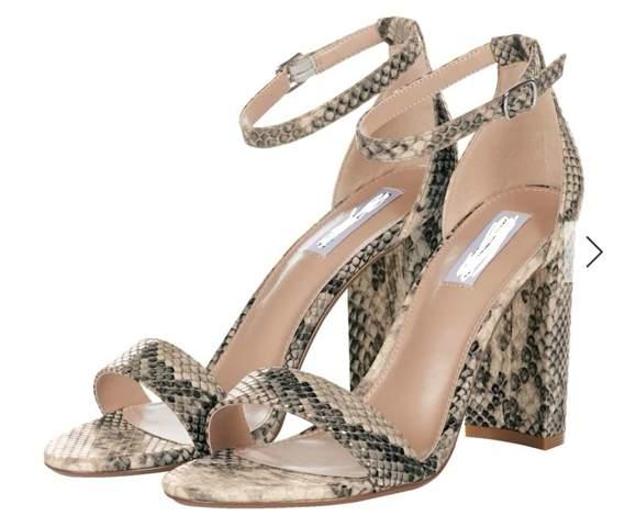 Sandaletten mit Schlangenmuster?
