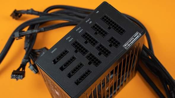 SATA-Power-Kabel (von Corsair Commander Pro) wie an das Netzteil anschließen?