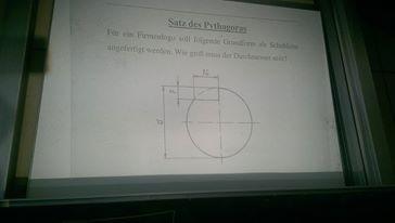 Um dieses Schmuckstück geht es :D - (Mathe, kompliziert, Pythagoras)