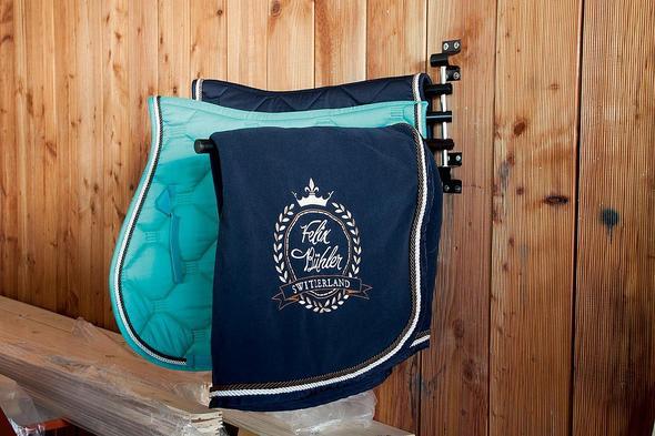 Wo gibt es diese türkisfarbene Schabracke zu kaufen? :) - (Pferde, Pony, Reitsport)