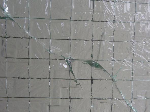 Detail der Glasabplatzung - (Haus, Schaden, Glas)