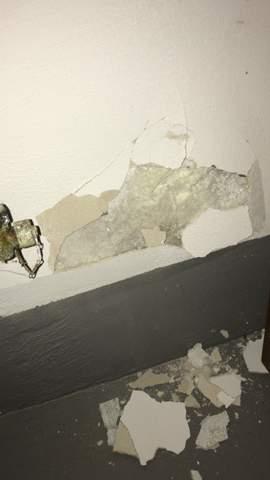 Schaum an der Wand und plötzliches bröseln der Wand warum?