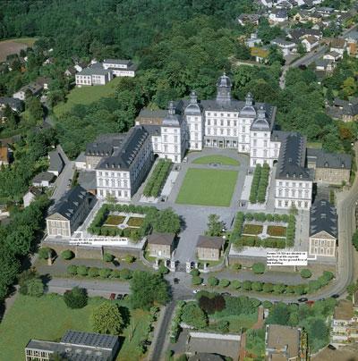 Schloss Bensberg aus der Luft - (Hotel, Hochzeit, Köln)