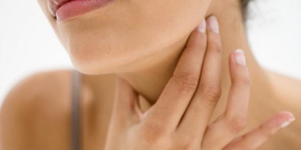 Die Punkte, die die Frau anfässt - (Gesundheit, Halsschmerzen)