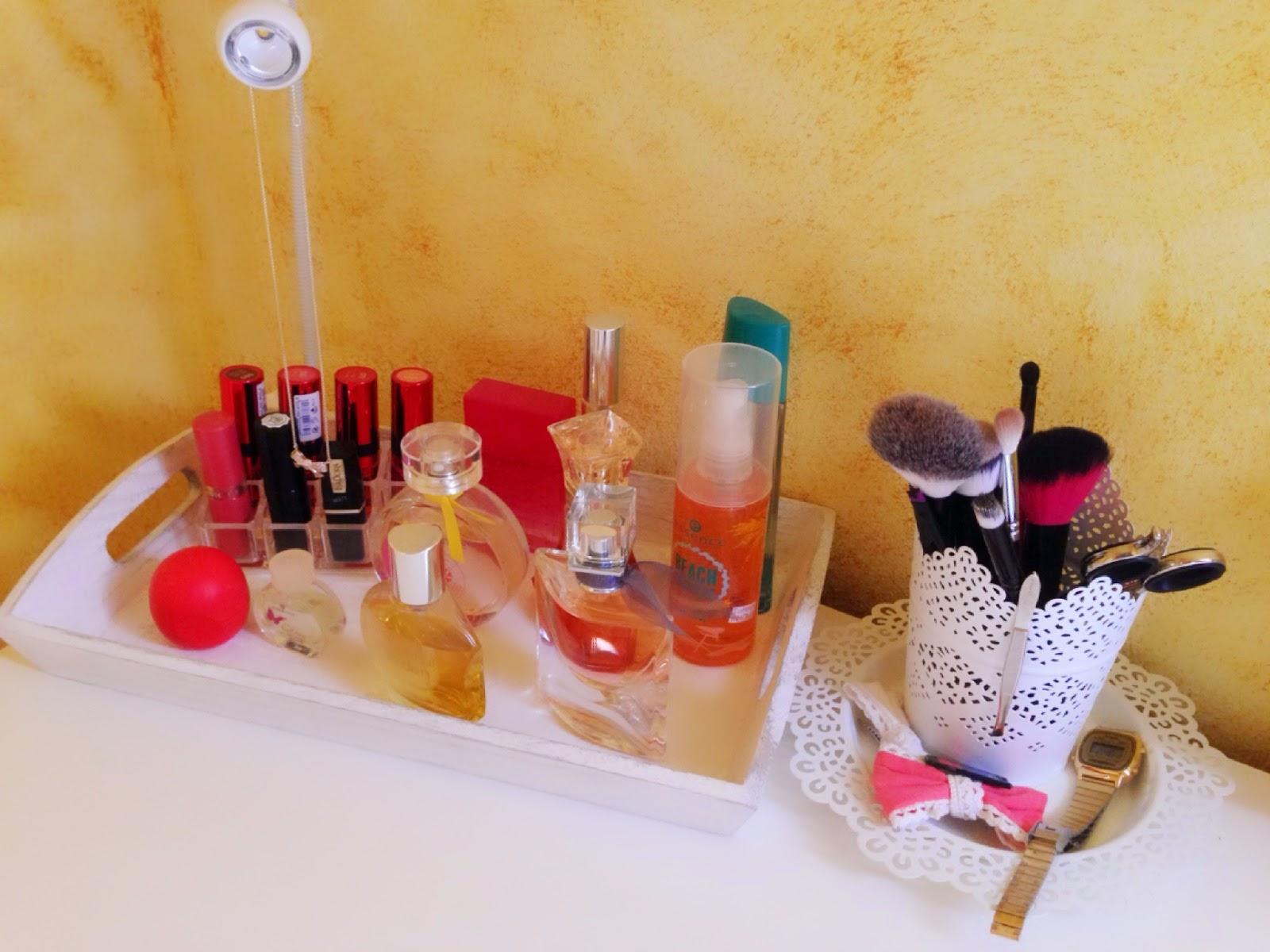 schminkbeh lter ikea schminke. Black Bedroom Furniture Sets. Home Design Ideas