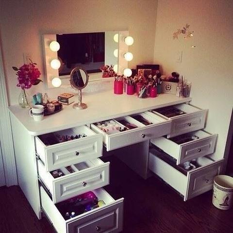 schminktisch gesucht bitte helfen m bel spiegel kommode. Black Bedroom Furniture Sets. Home Design Ideas