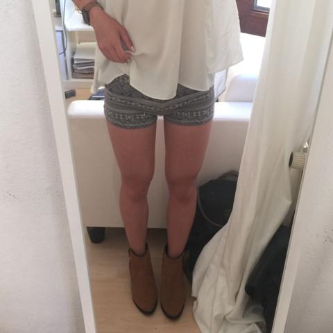Diese Hose zur Schule? - (Schule, Kleidung, Hose)