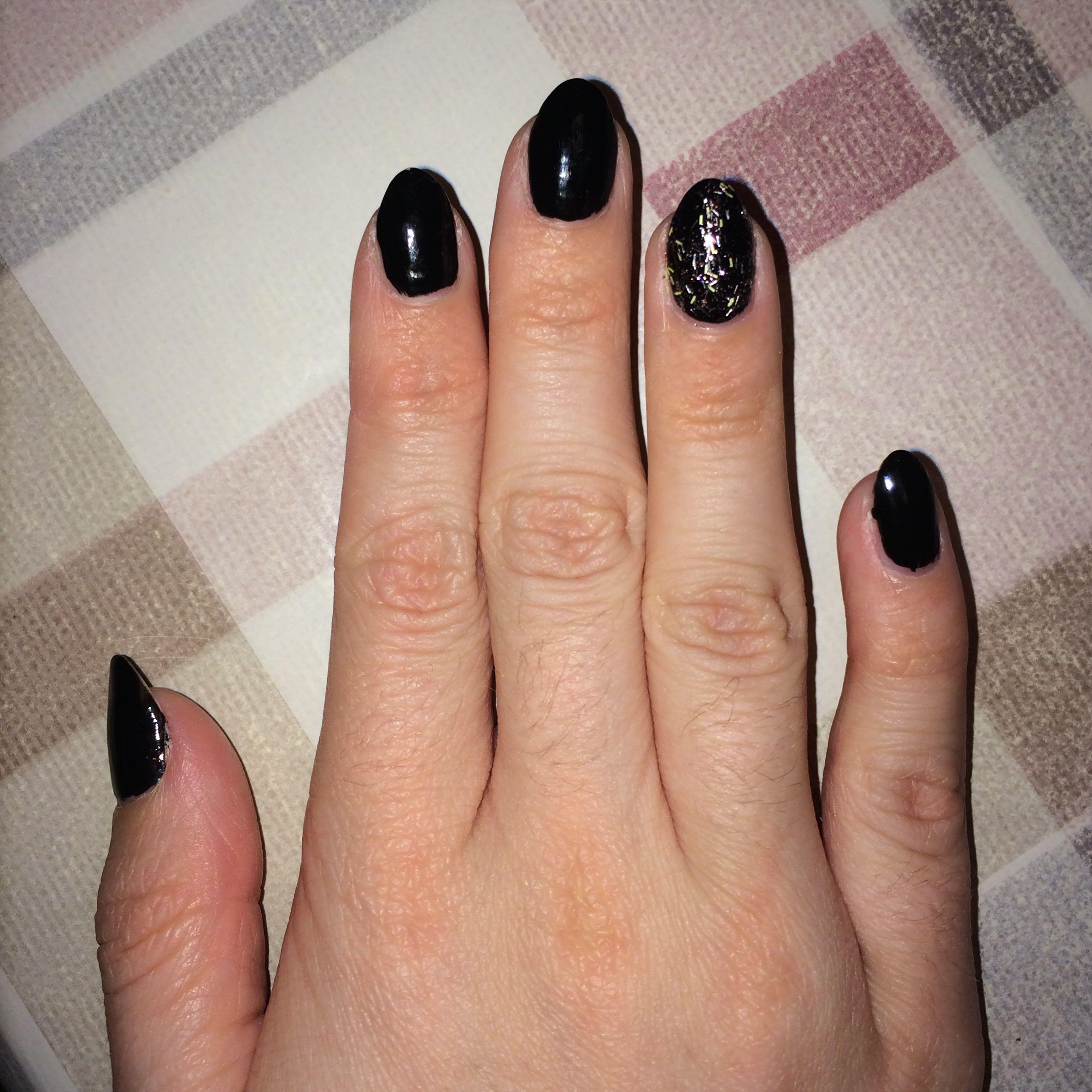 sch ne n gel sehen anders aus oder wie kann ich sie ver ndern nagellack geln gel nagelform. Black Bedroom Furniture Sets. Home Design Ideas