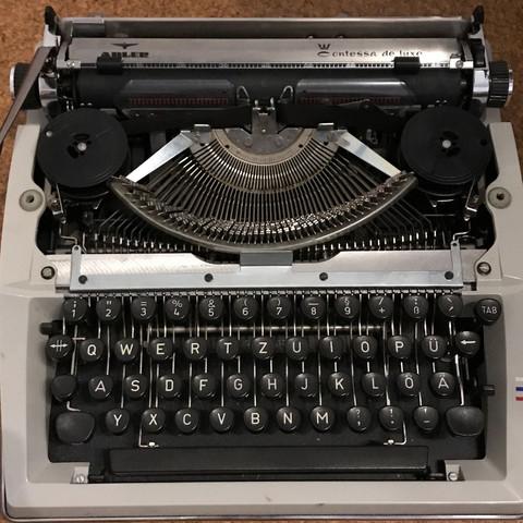 Schreibmaschine klemmt mittig?