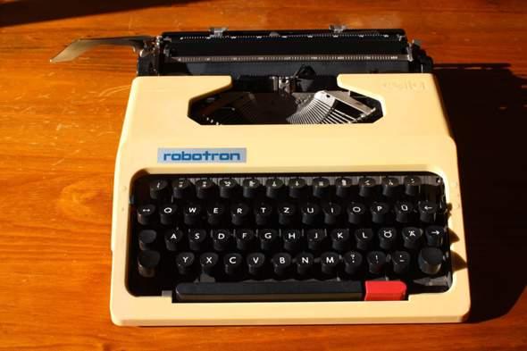 Schreibmaschine Robotron Cella S 1001?