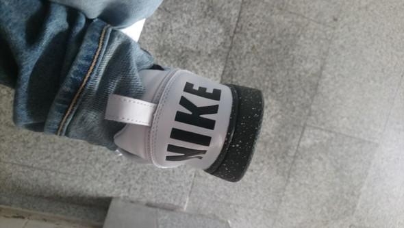 - (Sport, Schuhe, Haushalt)