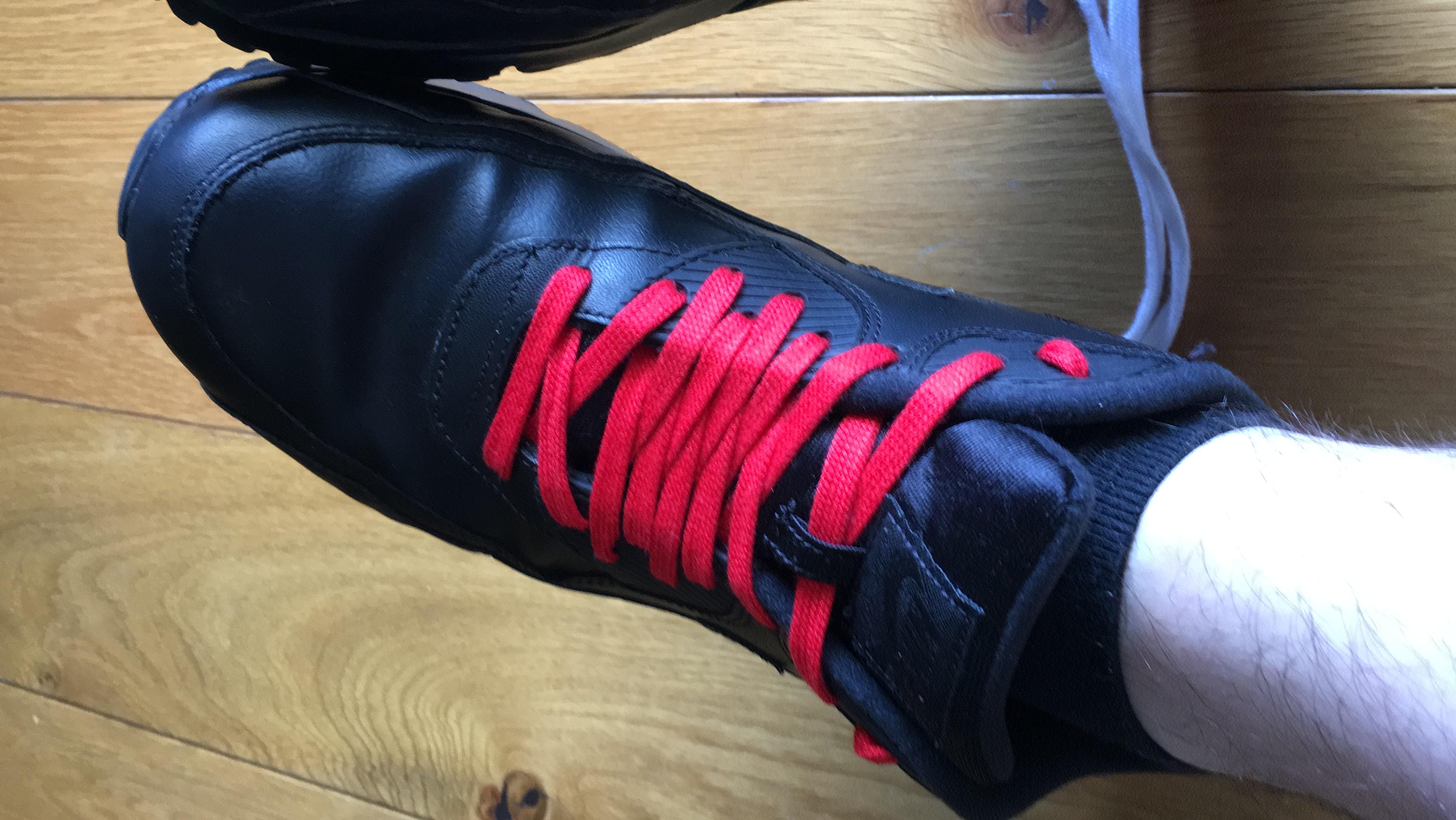 Schwarze Airmax mit roten Senkeln? (Nike Air Max, Schnürsenkel)