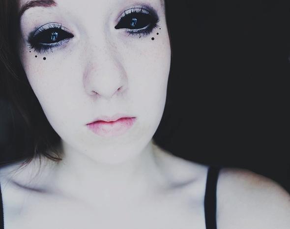 Schwarze Augen Wie Macht Man Das Madchen Schwarz Cool