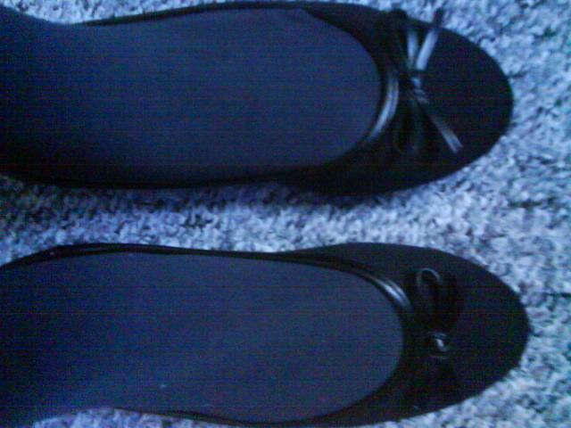 schwarze ballerinas zu schwarzer strumpfhose mode schuhe fashion. Black Bedroom Furniture Sets. Home Design Ideas