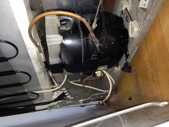 Bomann Kühlschrank Läuft Ständig : Schwarze flüssigkeit kommt aus kühlschrank küche elektrogeräte