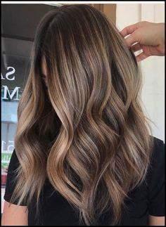 Dunkelbraune haare mit blonden strähnen aufhellen | Braune
