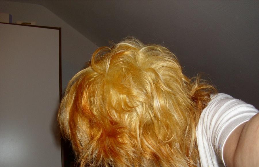 Schwarze haare Blondiert (blond)