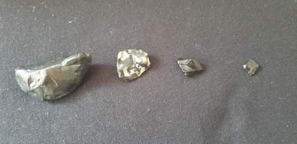 ?Schwarze Steine auf Rømø in der Nordsee gefunden, um welche arten handelt es sich?