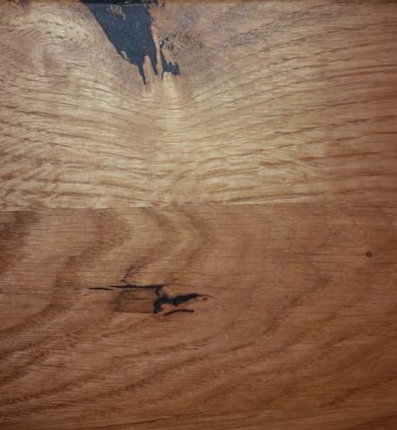 Eiche mit dunkler, schwarzer Stelle - (Wohnung, Möbel, Holz)