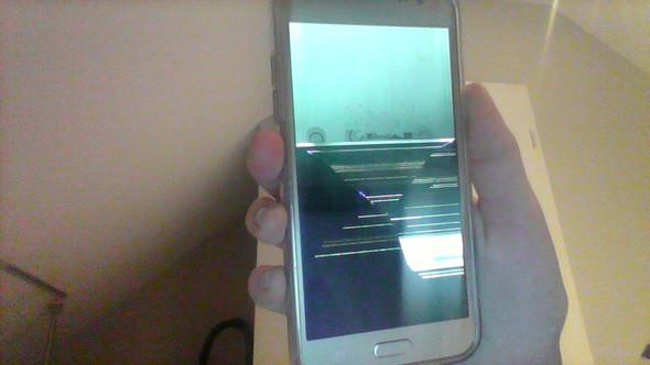 Hier sind mal noch 2 Bilder dazu :) - (Samsung, kaputt)
