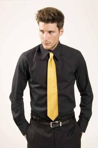 schwarzer hemd